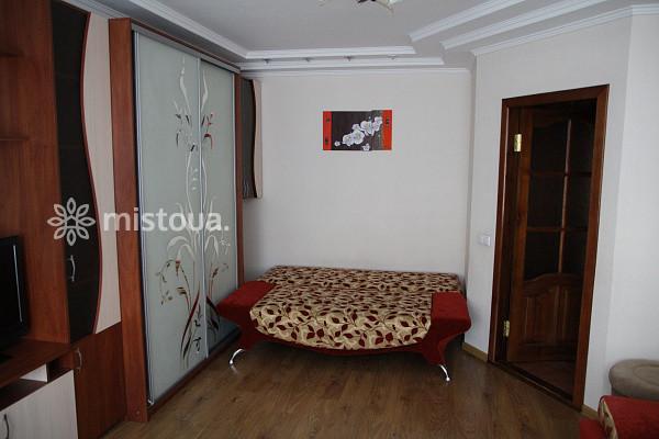 Снять квартиру посуточно в Виннице Ленинский район, ул. Зодчих 16