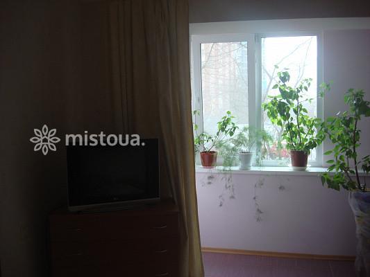 Однокомнатная квартира посуточно в Киеве. Оболонский район, ул. Героев Днепра, 15